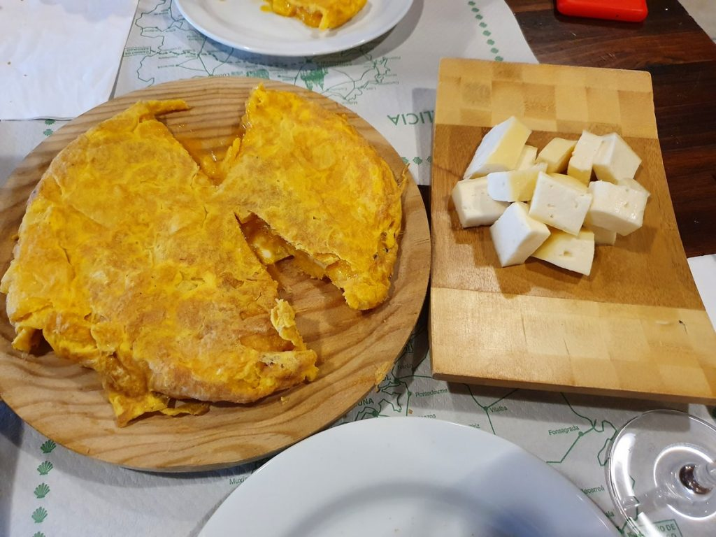 Tortilla de Betanzos y queso de Arzúa en Pulpería a Nossa Terra
