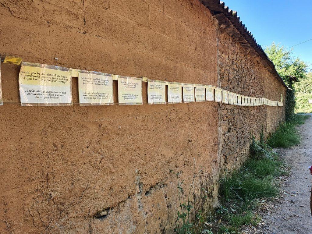 Frases filosóficas colgadas en el Camino de Santiago