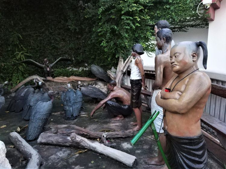 Buitres Wat Saket