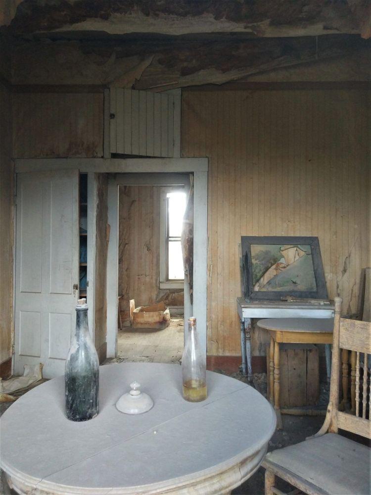 Interior de una casa de Bodie