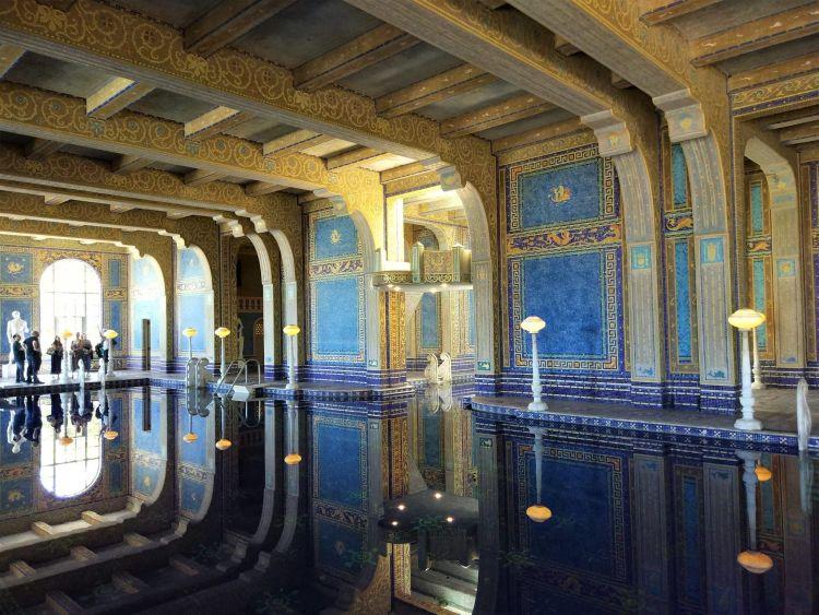 Piscina interior del Castillo Hearst