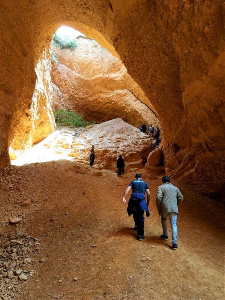 Subiendo la Cueva Encantada