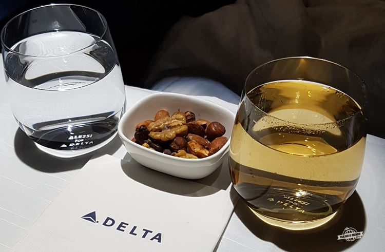 Bebidas e nozes aquecidas - Classe Executiva Delta One do A330