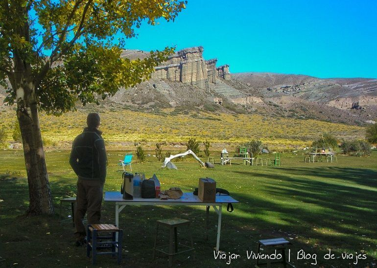 paisaje y camping en los Castillos de Pincheira