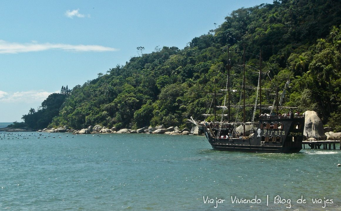 el famoso barco pirata en Laranjeira - viajar a camboriu