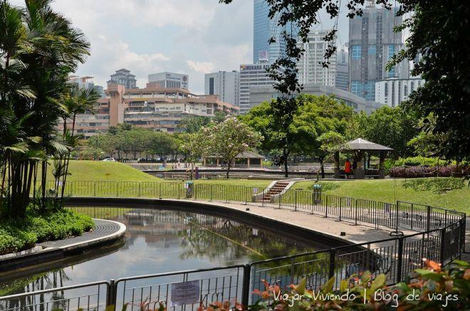 parque KLCC frente petronas