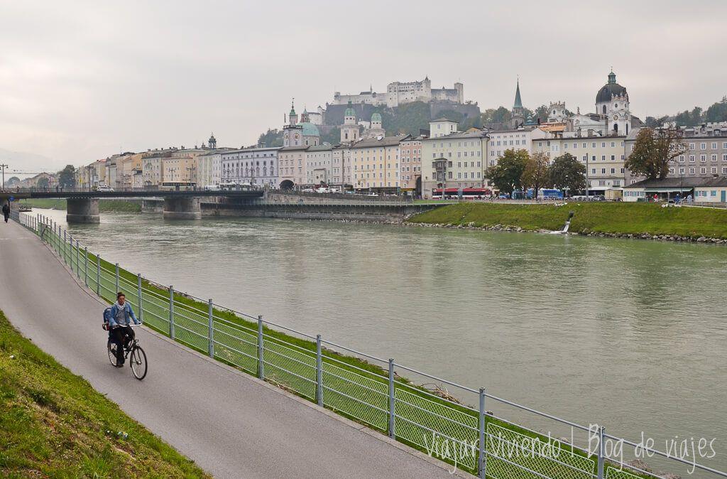 bicicleta en Rio Salzach en Salzburgo