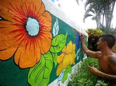 Mural de flores en el caribe