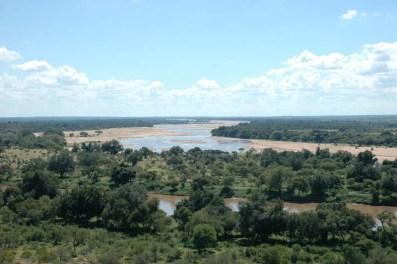 Vista del río Limpopo, a la izquierda Botsuana y a la derecha Zimbabue