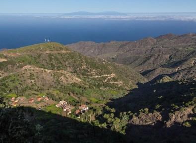 Vista desde el pico Garajonay, con la isla de Tenerife al fondo