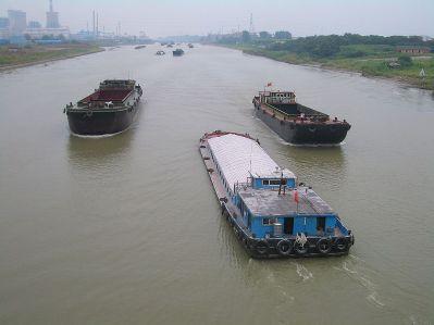 Barcos de transporte en el Gran Canal, a la altura de Yangzhou