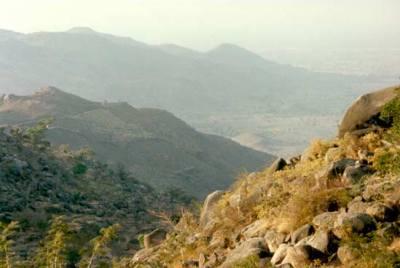 Vista del paisaje de Sukur desde una meseta local