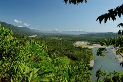Vista del paisaje del Manu, lleno de bosques y montañas