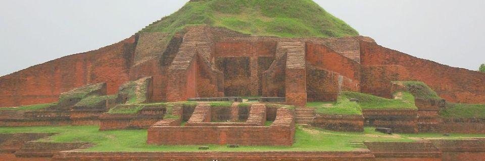 Ruinas del vihara búdico de Paharpur