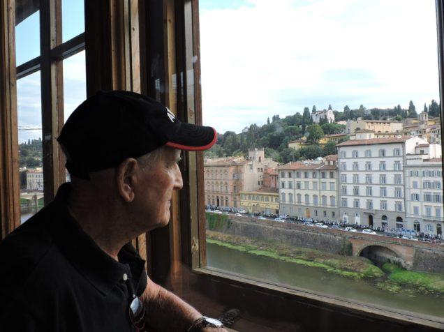 Una vista desde los Uffizi al Arno