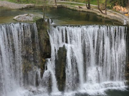 Otra vista de la cascadas de Jajca