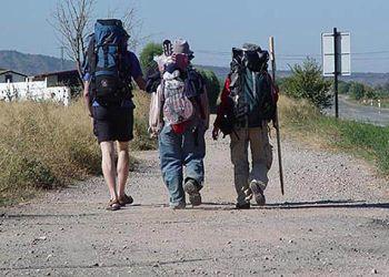 Las pesadas mochilas de los peregrinos