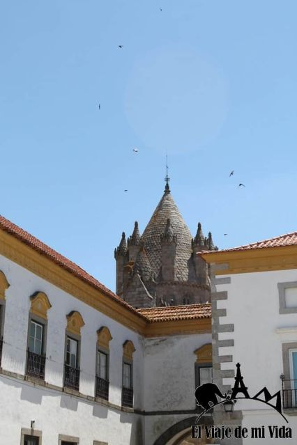 Los torreones de la catedral de Évora