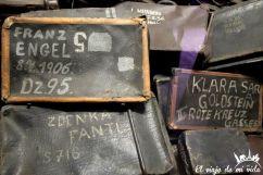 Maletas en el campo de concentración de Auschwitz