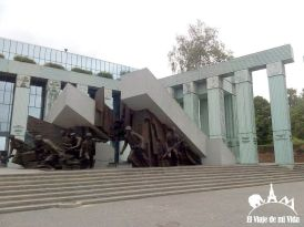 El Monumento a los Héroes del Levantamiento