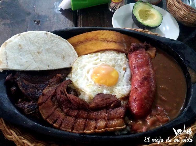 bandeja-paisa-colombia