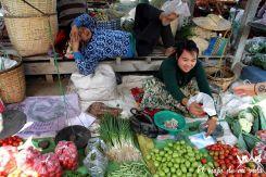 Puestos del mercado Nyaung Shwe en Birmania