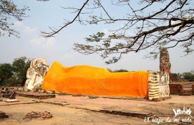 El buda reclinado de Wat Lokayasutharam
