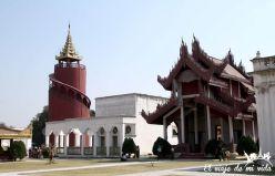 Edificios pintorescos del Palacio Real de Mandalay, Myanmar