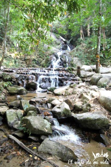 Cascadas en Mae Kam Pong, Chiang Mai, Tailandia