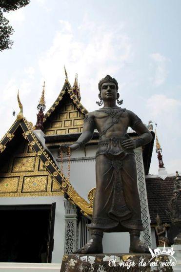 Wat Chedi Luang en Chiang Mai, Tailandia