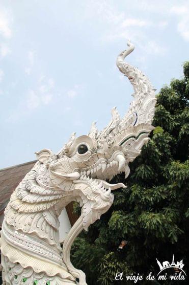 Dragones de Wat Chedi Luang en Chiang Mai, Tailandia