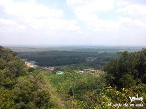 Vistas desde Tiger Cave Temple en Krabi, Tailandia