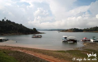 El lago de Guatapé, Colombia