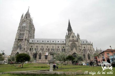 La Basílica del Voto Nacional de Quito, Ecuador