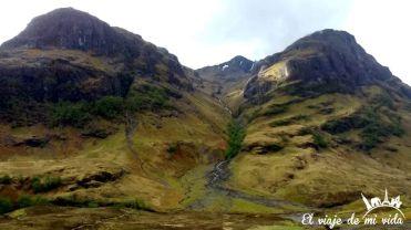 Los paisajes en Glendoe en Escocia
