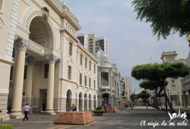 Edificios desde el Malecón 2000, Guayaquil, Ecuador