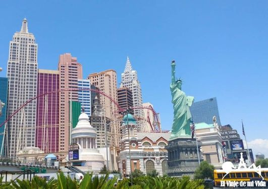 El hotel New York New York con montaña rusa incluida