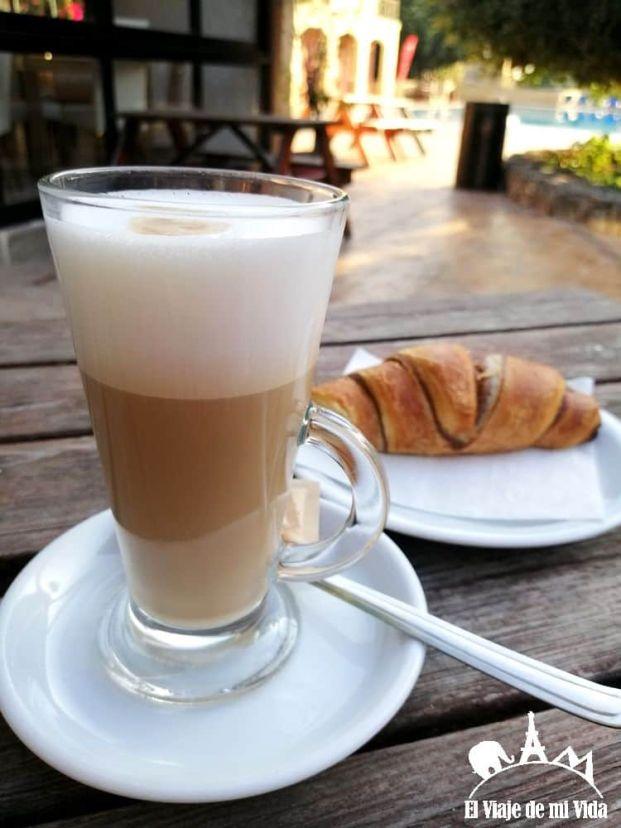 Café y bollería: 4 euros