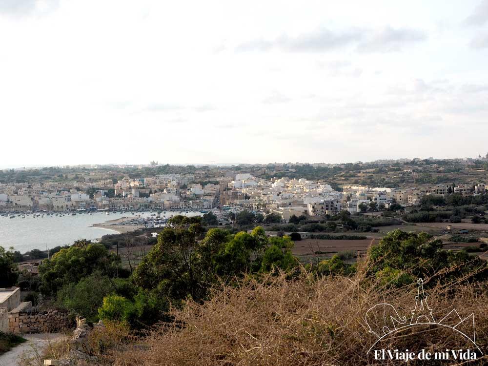 Regreso a Marsaxlokk desde Saint Peter's Pool