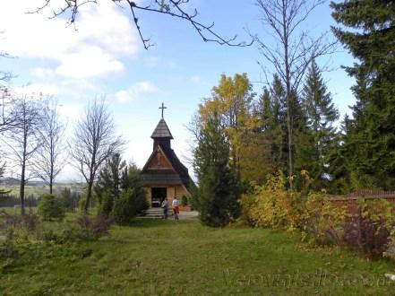 Pequeña capilla en la cima