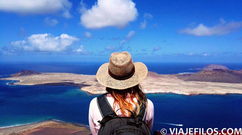 Vistas de la isla Graciosa desde el Mirador del Río