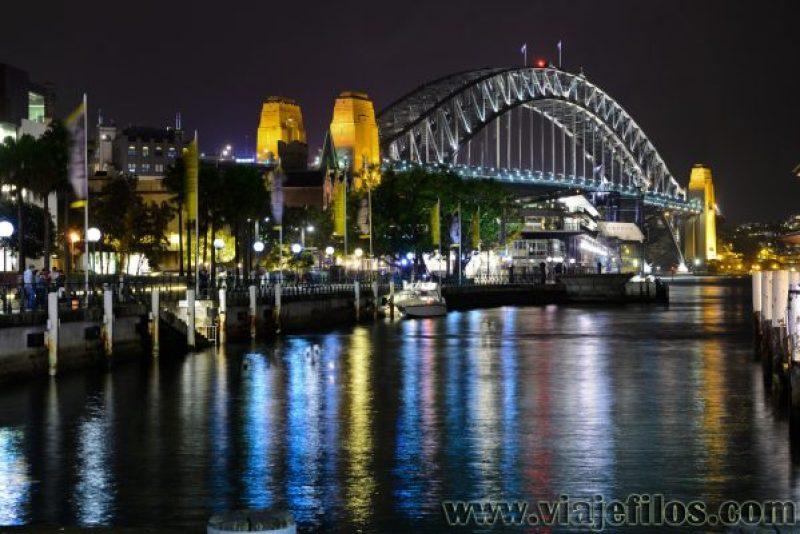 Alguno de los fabulosos paseos nocturnos por la bahía de Sydney
