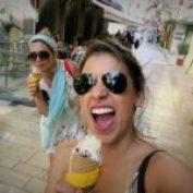 Tomando um sorvete italiano na Grécia!! kkk