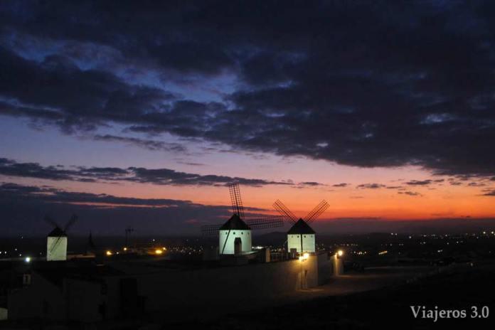 molinos de viento en Campo de Criptana de noche
