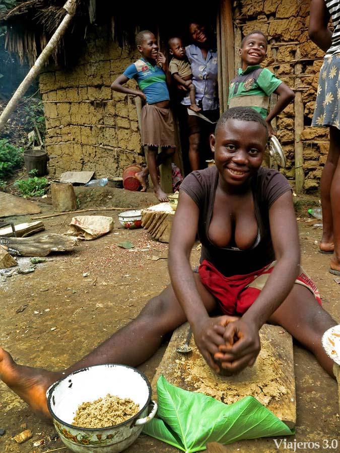 mujeres de poblado pigmeo