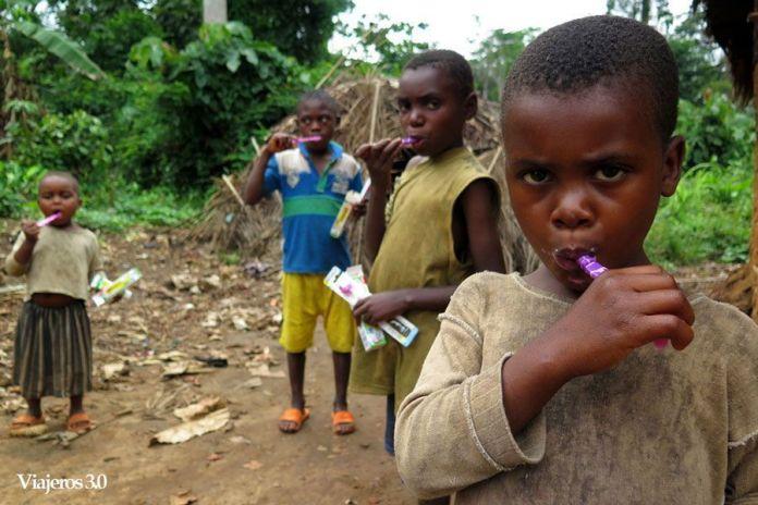 campaña salud oral en poblado pigmeo baka