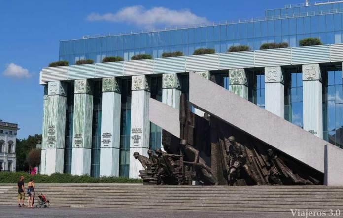 Varsovia monumento a los Héroes del Levantamiento, Polonia en una semana