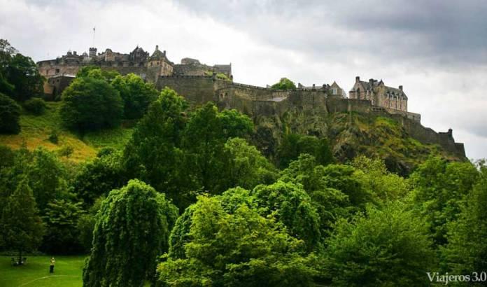 vista panorámica del castillo de Edimburgo en Escocia