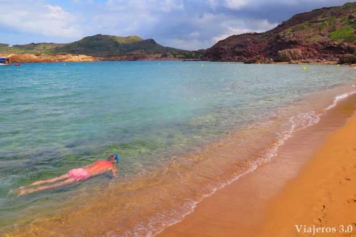 practicar snorkel en Cala Pregonda