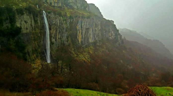 cascada en el nacimiento del río Asón